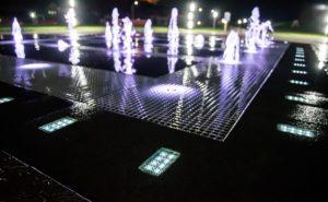 Светодиодная тротуарная плитка в фонтанах