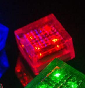 свветящаяся брусчатка на солнечных батареях