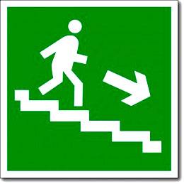 «Направление к эвакуационному выходу по лестнице вниз»