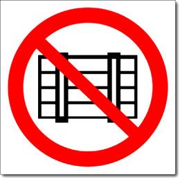 Табличка «Запрещается загромождать проходы и складировать»