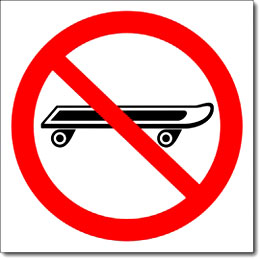Табличка «Вход со скейтбордами запрещен»
