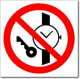 Знак «Запрещается иметь при себе металлические предметы»