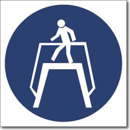 Табличка «Переходить по подземному переходу»