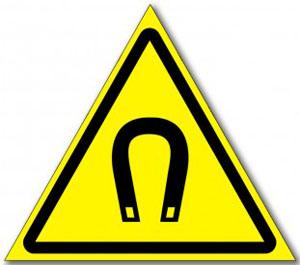 Табличка «Внимание магнитное поле»